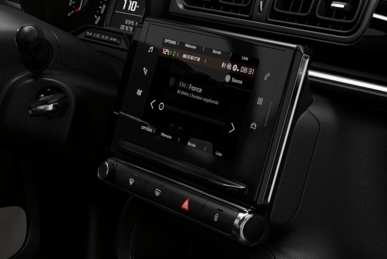 7 inch touchscreen, FM/DAB radio with 4 speakers, AUX socket, USB, Bluetooth (telephony and media streaming) , Mirror Link & Apple CarPlay