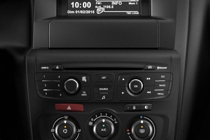 Radio RD5 MP3, komplet za prostoročno telefoniranje Blueooth®, USB, AUX, CD in 6 zvočnikov