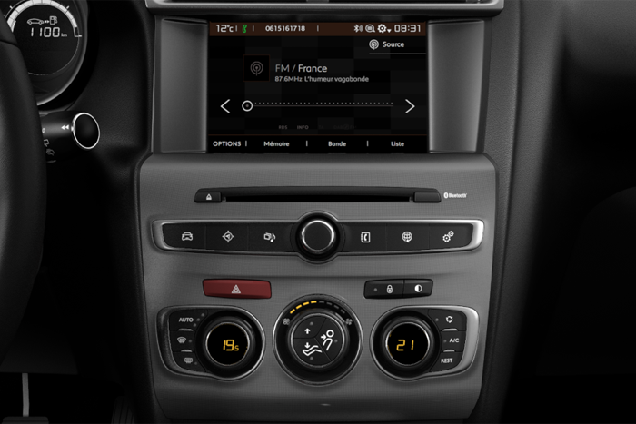 7'' Touchscreen + Radio digitale