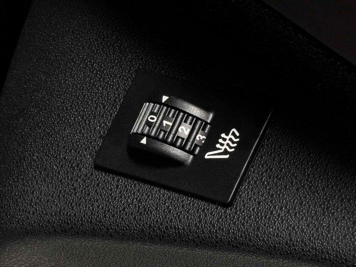 Beheizbare Vordersitze, elektrisch verstellbarer Fahrersitz