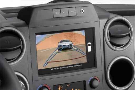 "Reversing camera displayed on the 7 "" touch screen"