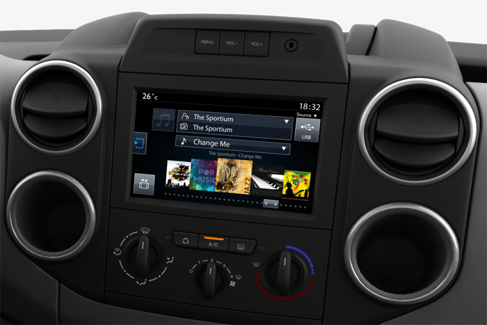 Audio-System inkl. Touchscreen + Connecting-Box