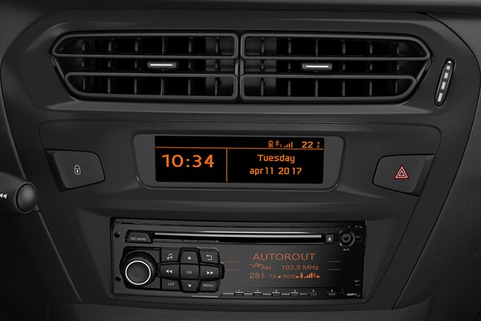 Avdio sistem z MP3, CD z vgrajenim prikazovalnikom