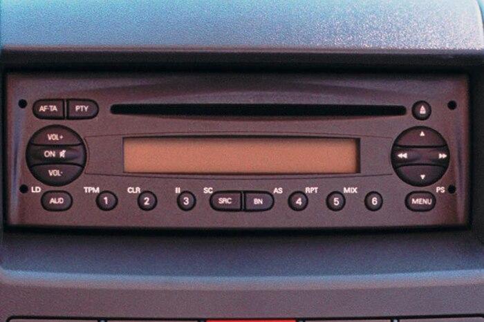 Radio FM + USB + ovládání na volantu + Bluetooth