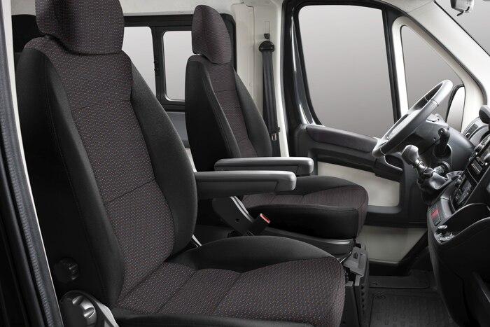 Samostatné sedadlo spolujezdce výškově stavitelné